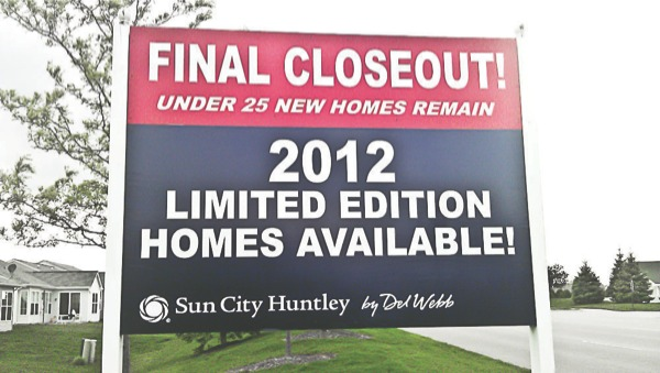 A sign in Sun City advertises the last few homes for sale by developer Pulte. Resident Peter Weber objects to regulations on homeowners to display For Sale signs, while signs like this one are allowed. (Photo by Mason Souza/Sun Day)